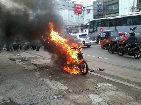 SEPEDA MOTOR PENEBAR PAKU DIBAKAR MASSA