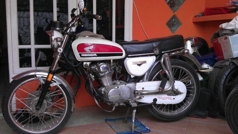 Motor Antik Honda CB 100 thn'76 Mulus & Terawat