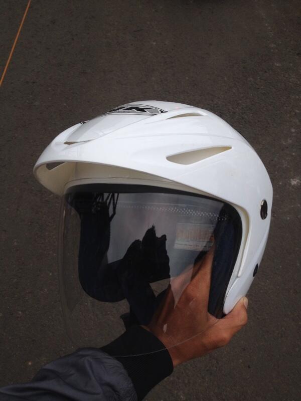Jual helm ink half face white masih baru