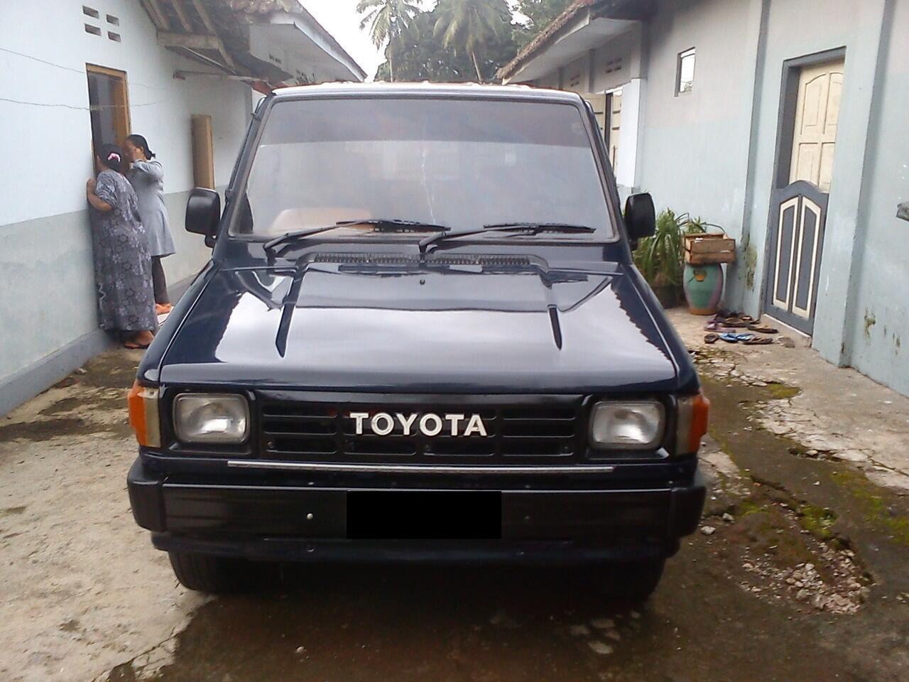 Toyota Kijang LGX tahun 1990