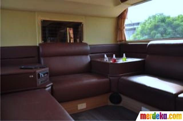 Bus mewah bertingkat dipamerkan di Jakarta pekan ini