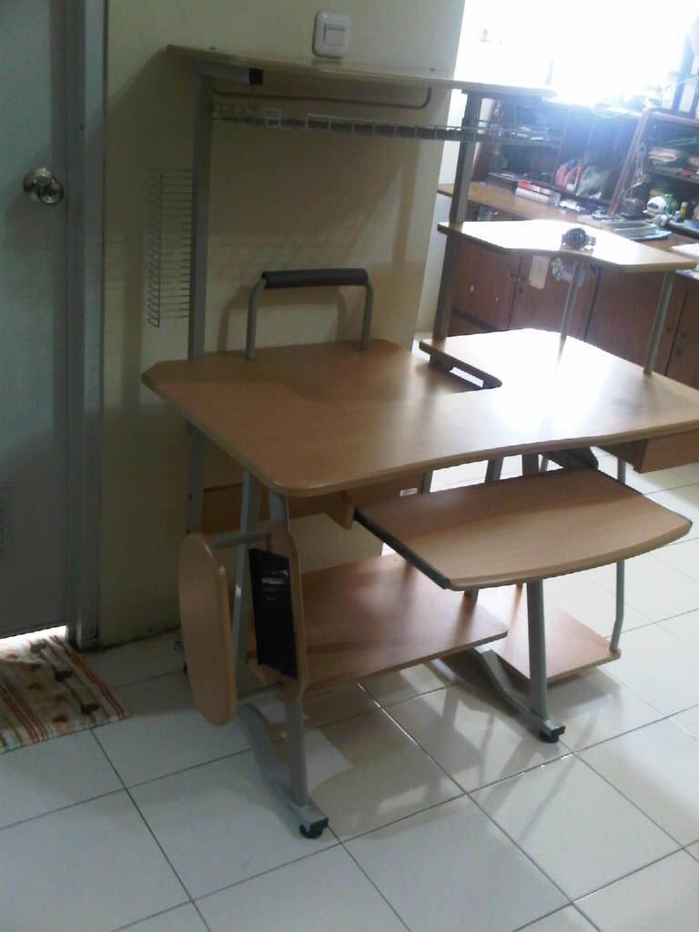 Meja Komputer Untuk Pelajar Dan Profesional