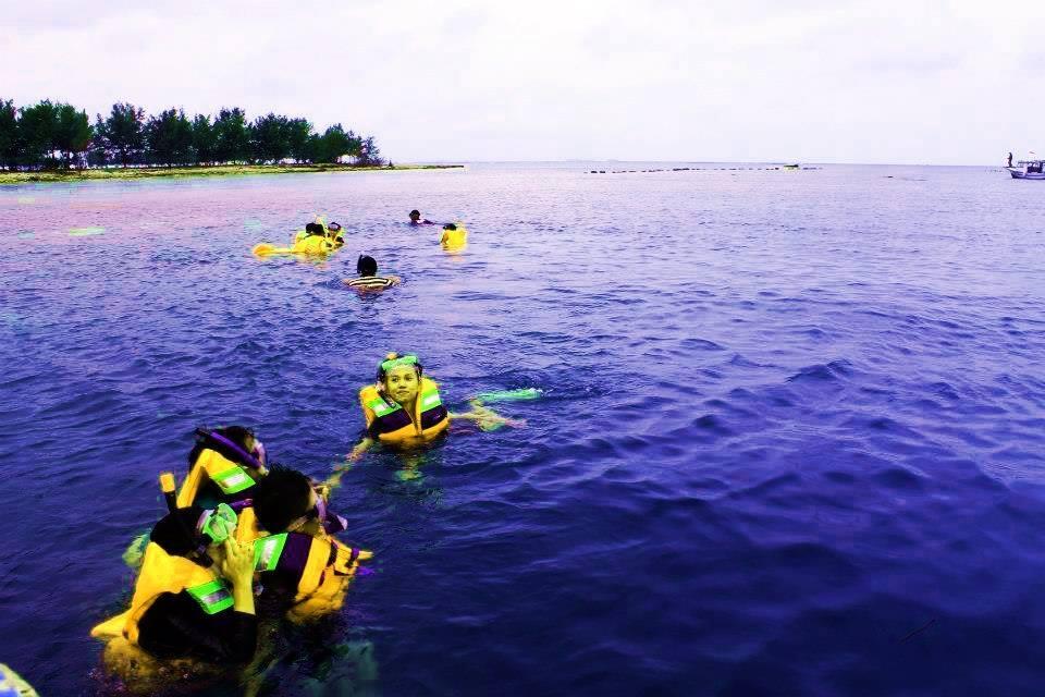 Wisata murah ke pulau Tidung, Snorkling, Barbeque, konservasi karang