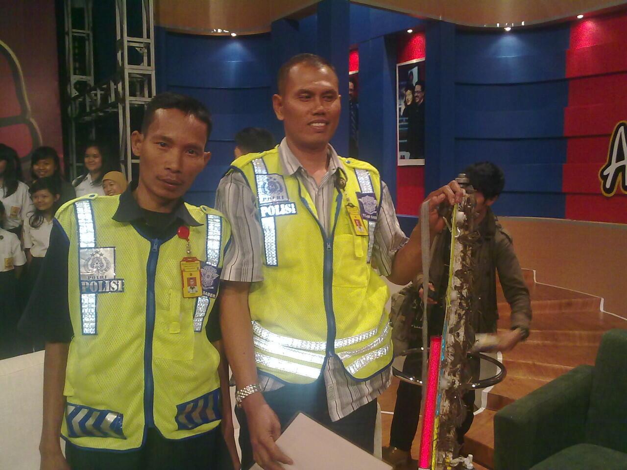 Pahlawan Jalan Kita ( The Heroes Of Road) Bekerja Penuh Ikhlas