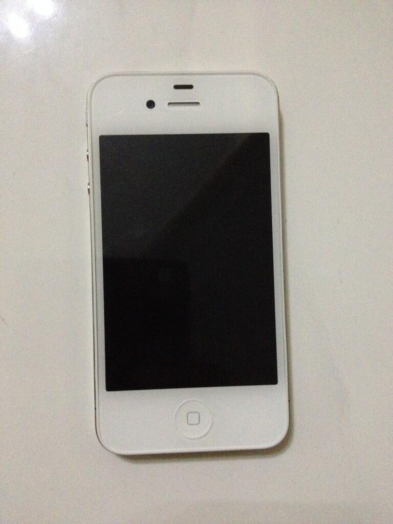 Untuk penampakannya gan  Jual iPhone 4 8GB GSM white second mulus masih  garansi dcee3a044c