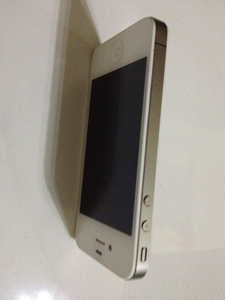 Terjual Jual iPhone 4 8GB GSM white second mulus masih garansi  7e09df0bac