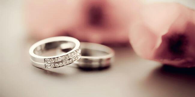 Mengapa Cincin Pernikahan ditaruh di Jari Manis ?