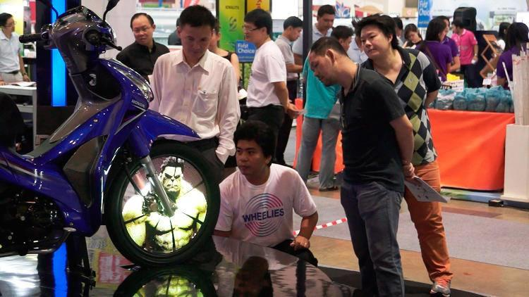~๑๑.Mengubah Roda Sepeda Motor Menjadi Layar LED.๑๑~