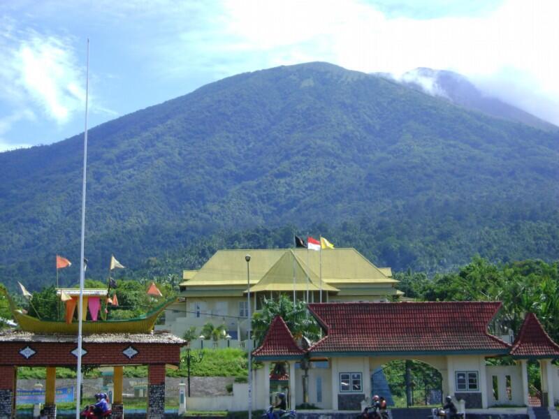 Keindahan Sebuah Kota Kecil (Ternate, Maluku Utara)