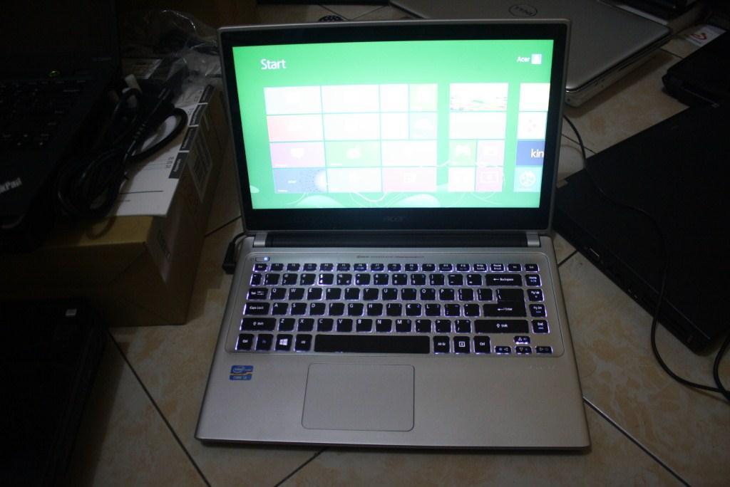 Acer v5-471 slim elegan win 8 ori layar toucsreen murah aja
