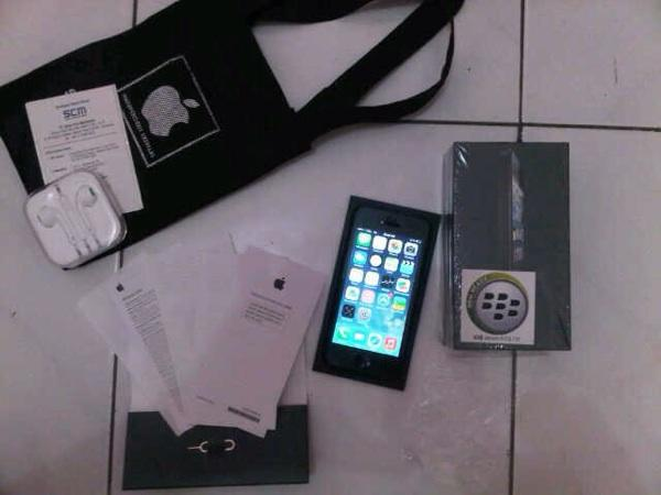 JUAL!!! iPhone Black 16 GB Garansi RESMI SCM Panjaaaang!!!