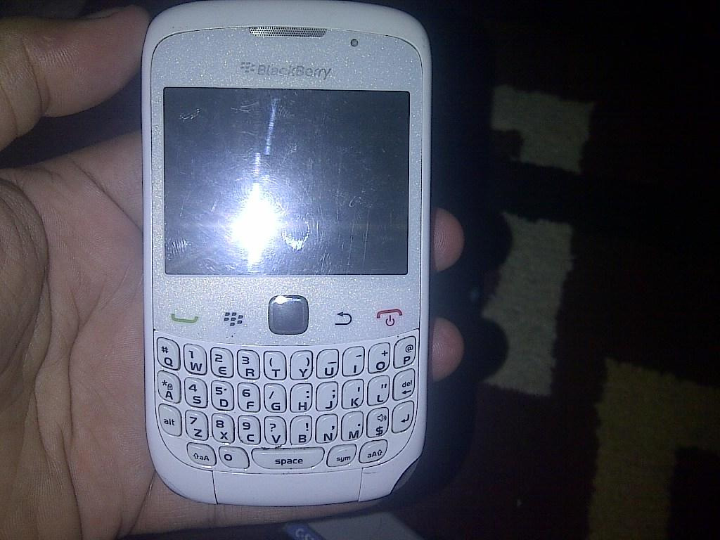 blackberry jupiter 9330