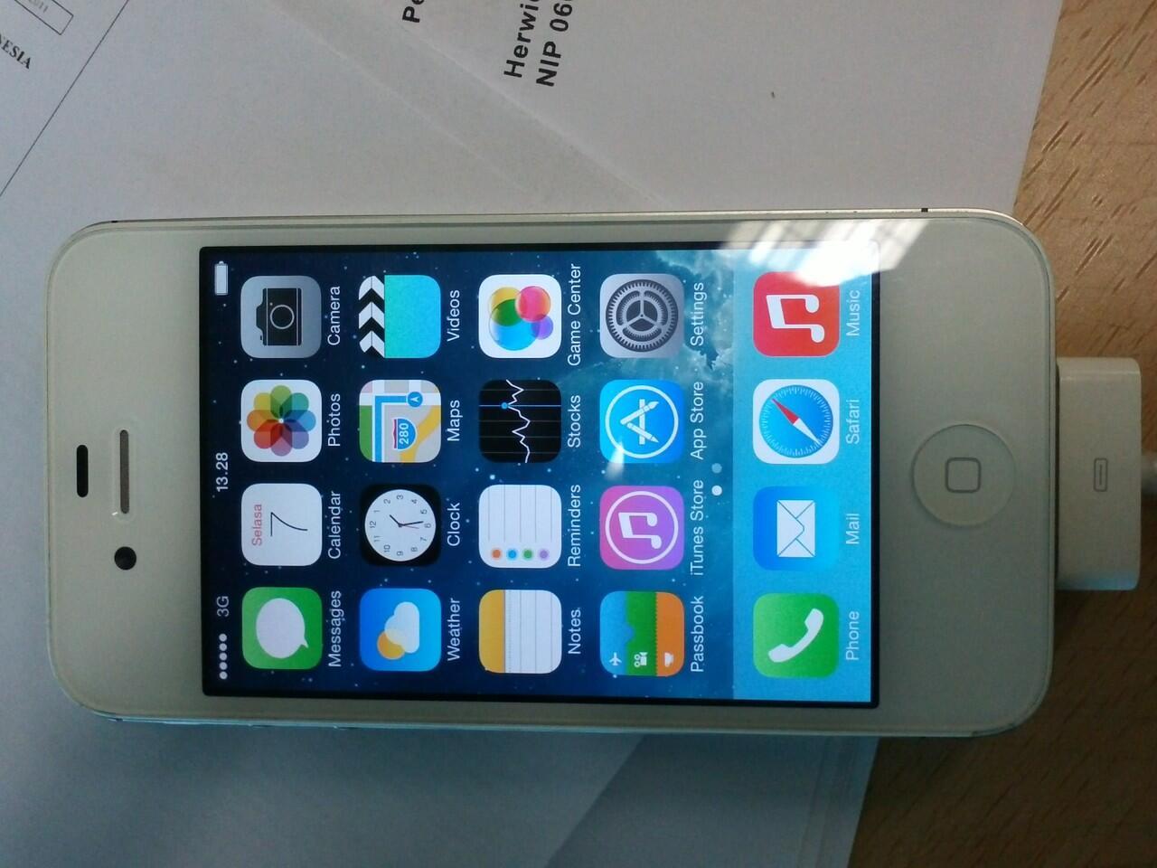 Terjual Iphone 4S 32 Gb Putih 96cc376a71