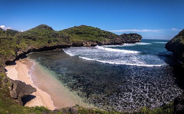 Menjelajahi 5 pantai indah di Pantai Selatan