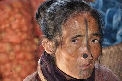 Inilah Suku Yang Wanitanya Tidak Mempunyai Lubang Hidung
