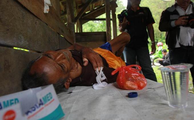 Miris gan>>Kakek yang Dibuang Ambulan Pelat Merah Akhirnya Meninggal
