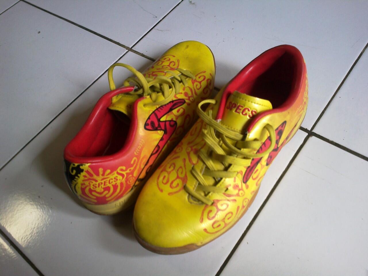 sepatu futsal specs batik original