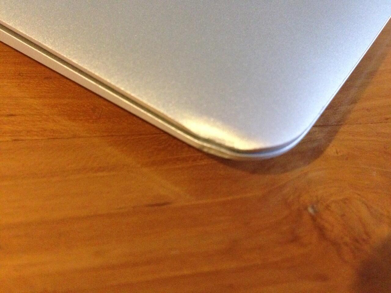 JUAL MACBOOK AIR 11'6 -Inchi Late 2010 | Core2Duo | Geforce 320M | SSD 64 GB | jogja