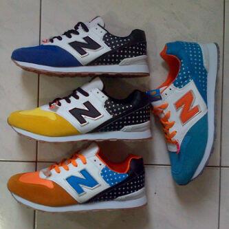 Menjual sepatu New Balance