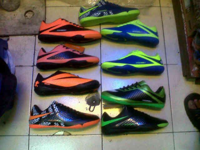Sepatu Futsal obral 150rb, sampe akhir bulan.