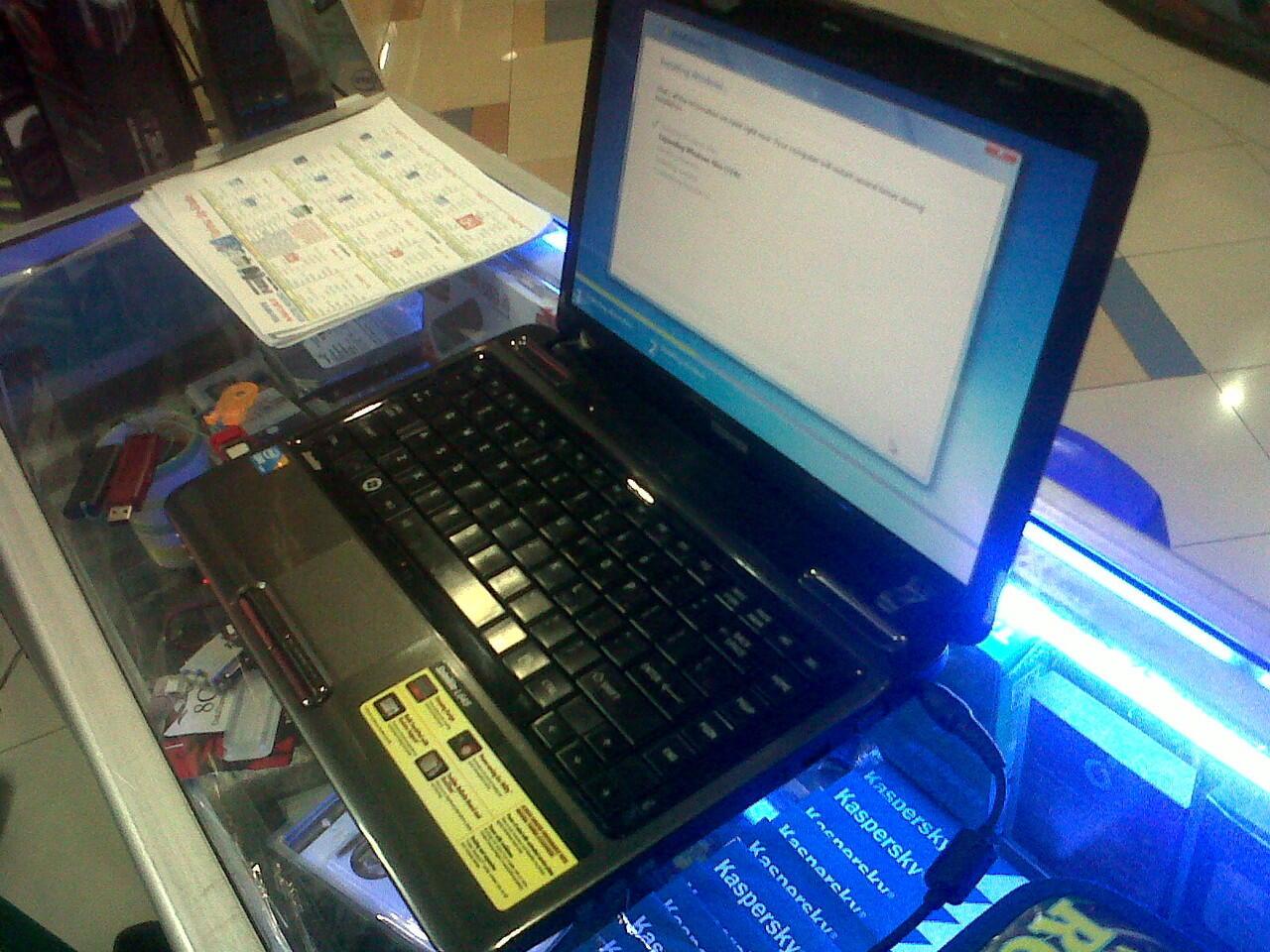 Jual Notebook Toshiba Core i3,Hardisk 500 Gb, Mulus (Bandung)