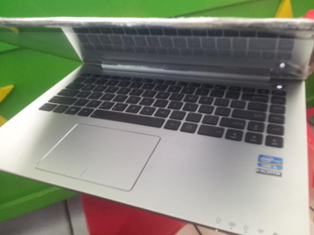 Asus Core i5 Touch Screen ZenBook
