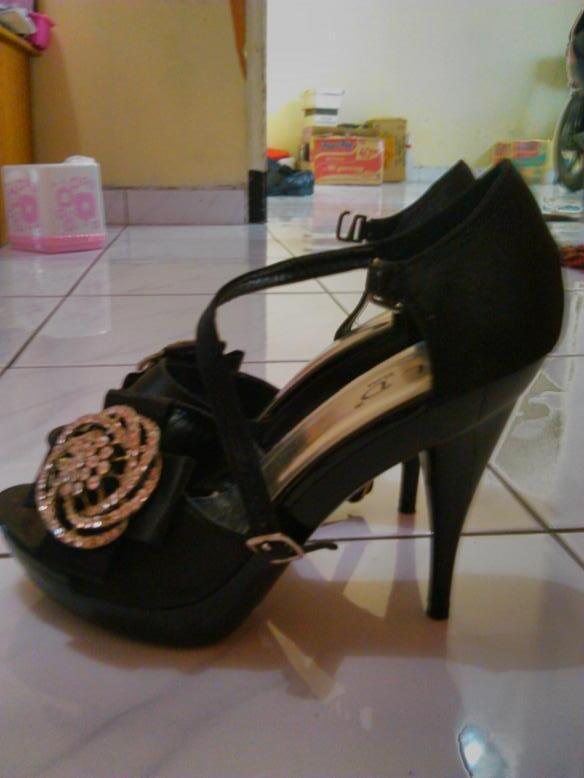 Dress & Sepatu warna hitam... baru sekali pakai
