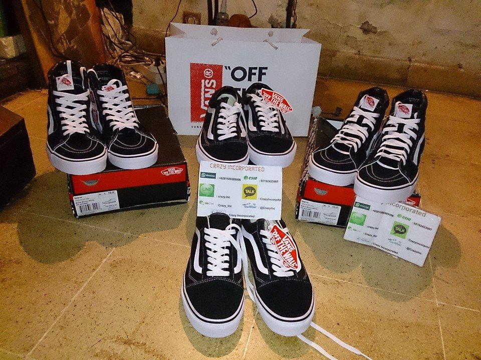 Terjual Vans Off The Wall Classics Old SkoolSk8 HiEra