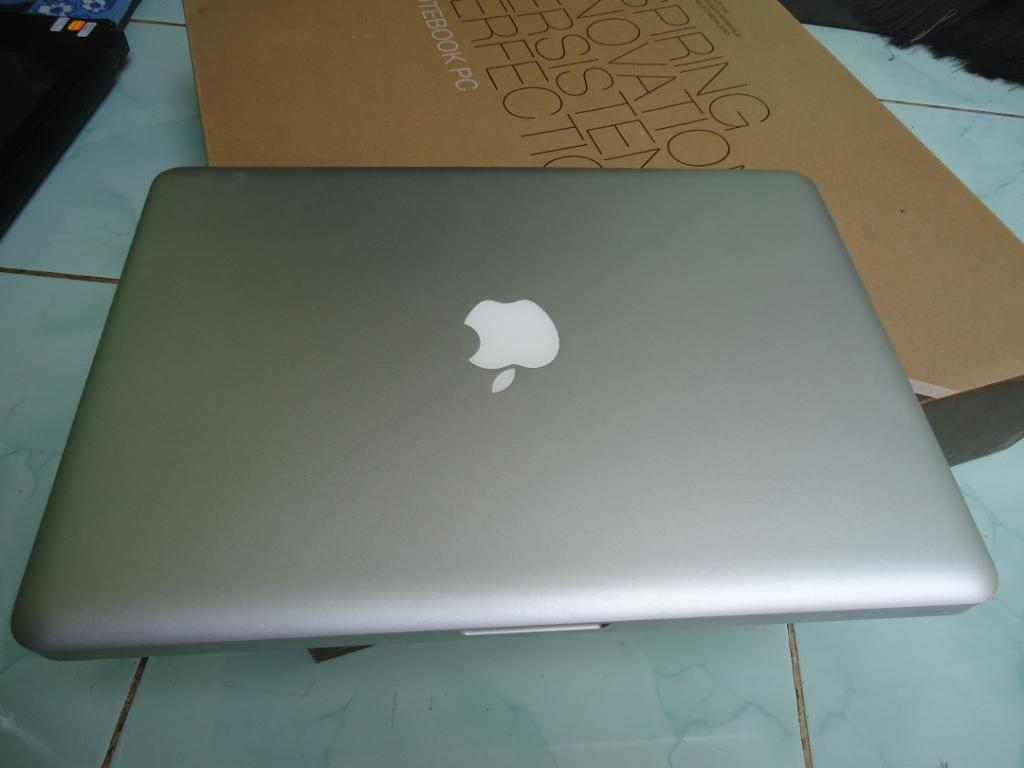 Macbook Unibody 5.1 Dual Core Tanpa Den, Mulus