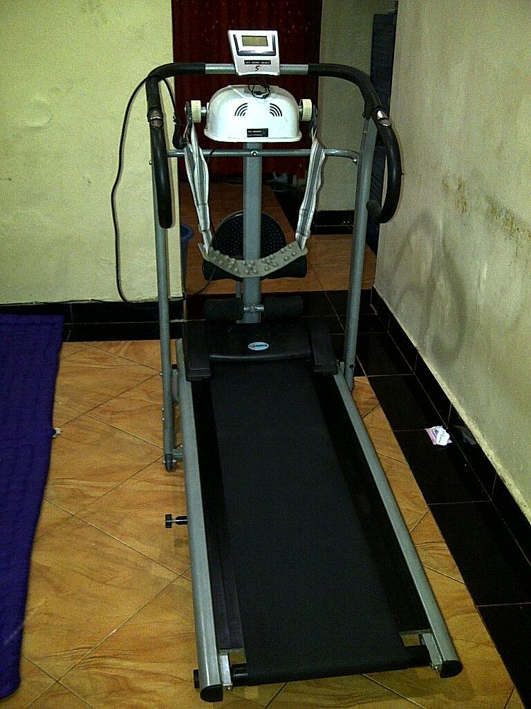 Jual Treadmill 4 fungsi - Rp 2.4 (boleh nego tipiiss gan) Bekasi