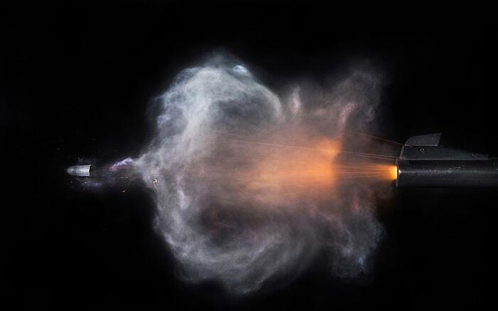 Fotografer Balistik Mengabadikan Berbagai Peluru yang Baru Ditembakkan [MICROSECONDS]