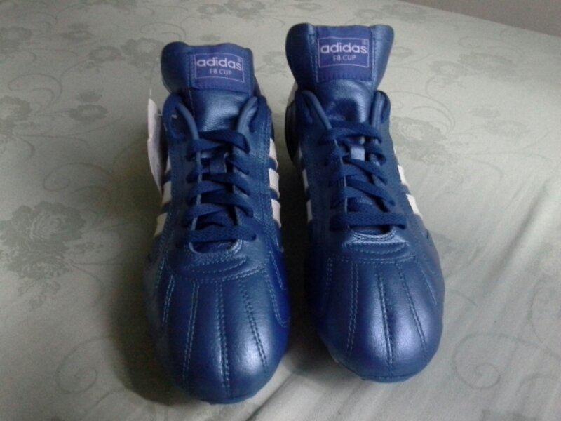 Sepatu Bola Classic