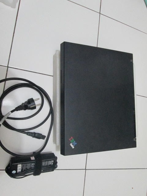 Laptop jadul IBM Thinkpad R51 mulus