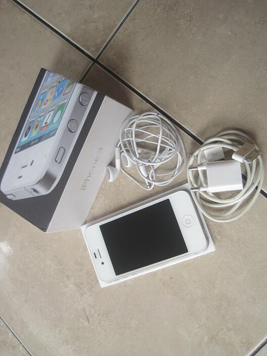 iphone 4 cdma putih kondisi matot apaadanya banjarmasin