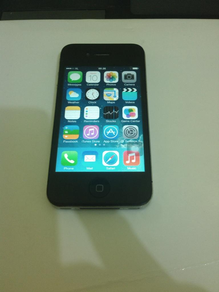 iphone 4 16gb fu black fullset surabaya