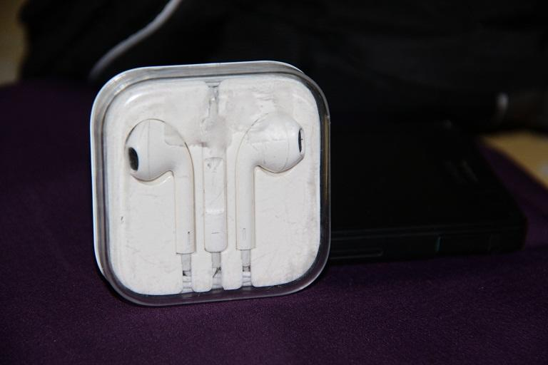 WTS - EARPHONE IPHONE 5