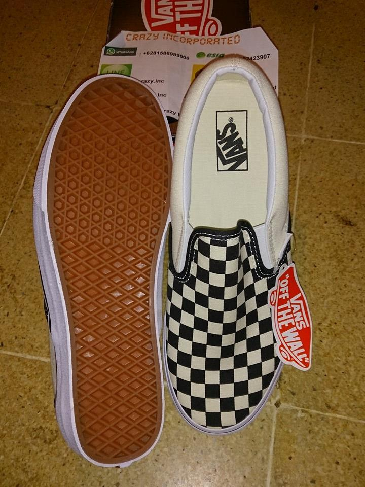 harga vans slip on checkerboard