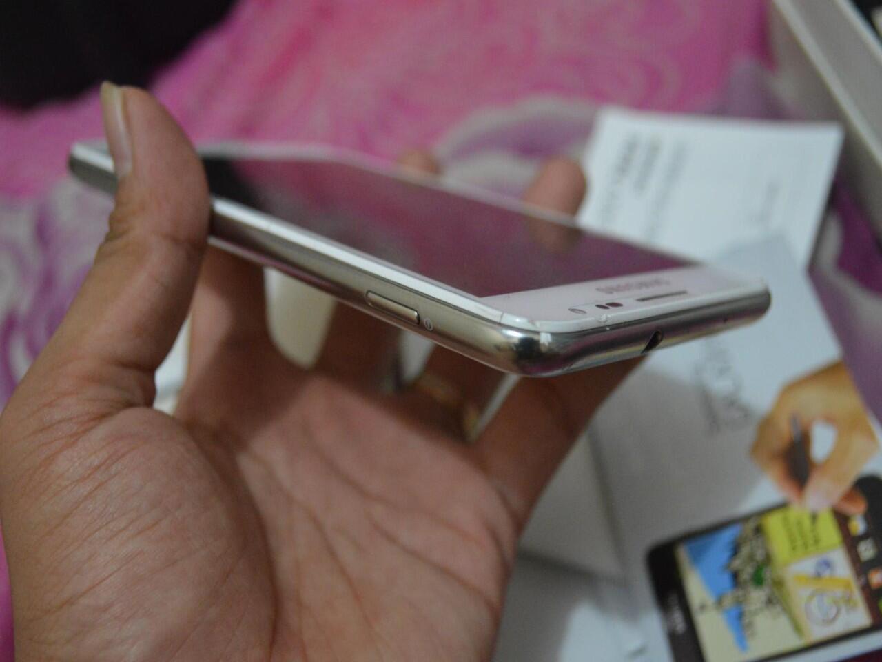 Jual cepat Samsung Galaxy Note 1 N7000 putih monggo mampir gan....