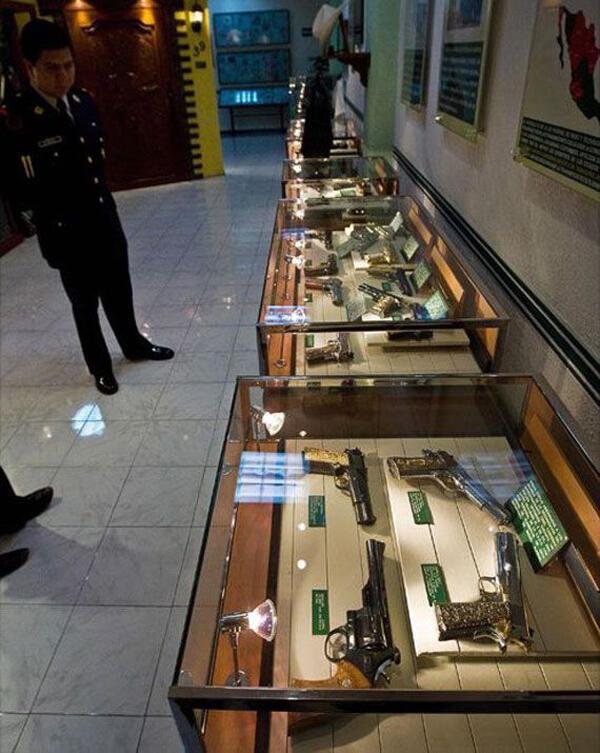 Pengen tau isi rumah mafia drugs Mexico??
