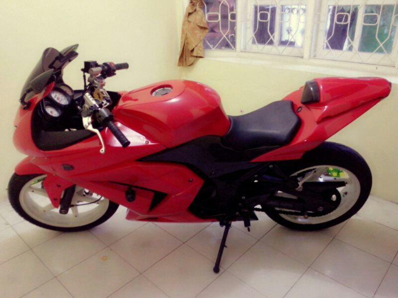 Dijual Kawasaki Ninja 250R Merah Full Modifikasi Tahun 2011