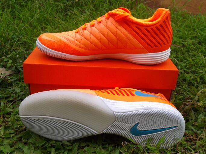 Terjual sepatu futsal nike lunar gato II atomic orange original  8c15802dc7bd8
