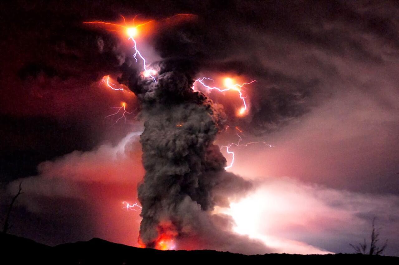 Petir Vulkanik ( Volcanic Lightning )
