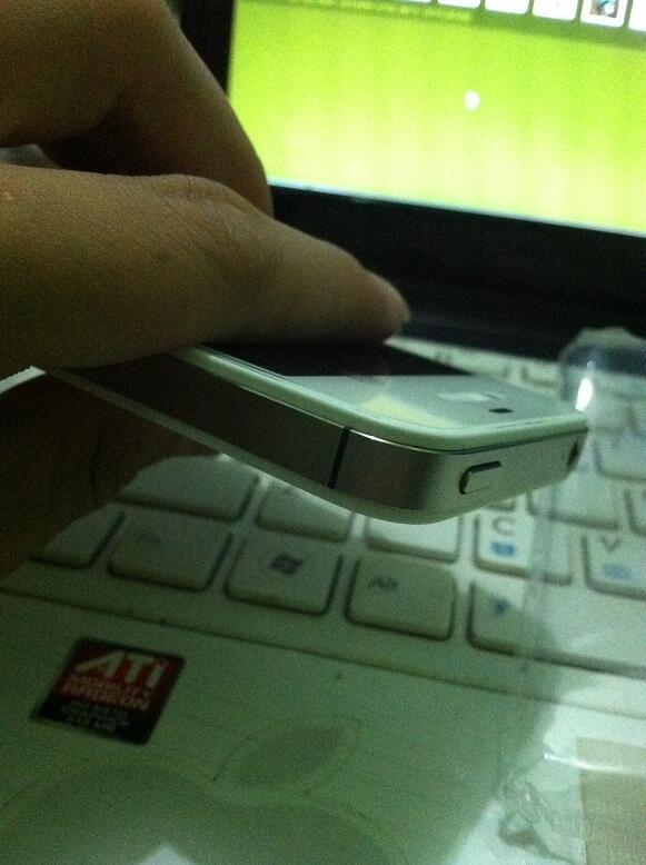 iphone 4s 64gb hitam dan putih casing belakang mulus tulang samping tanpa lecet