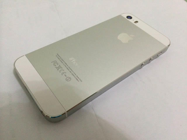Apple Iphone 5S white 16GB perfect condition