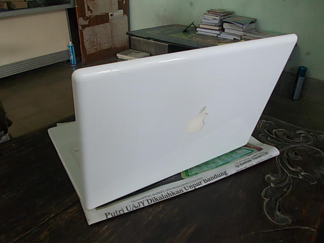 Original Apple Macbook 4.1 White @ YOGYA