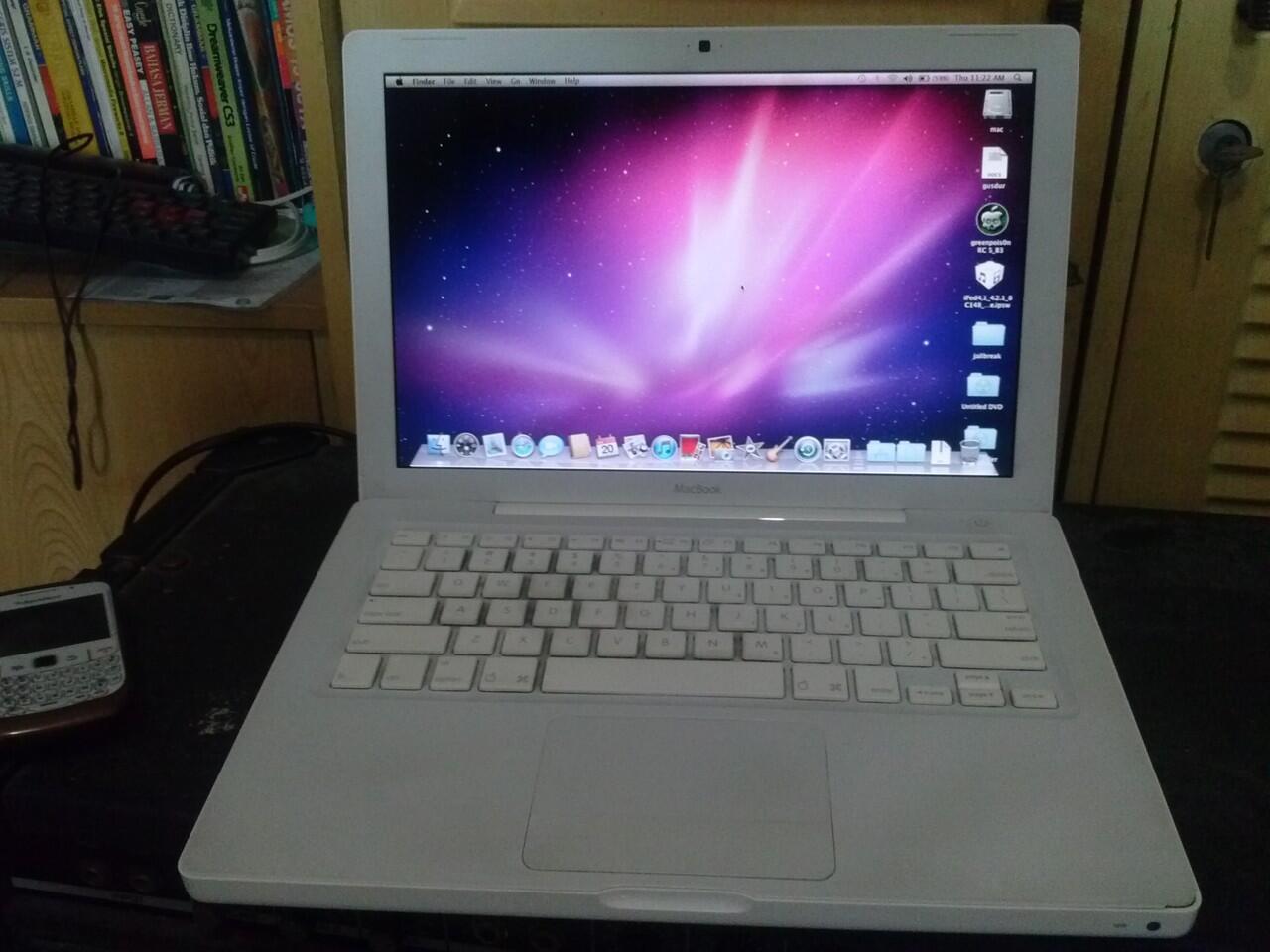 Macbook 2.1 white mulus bersih