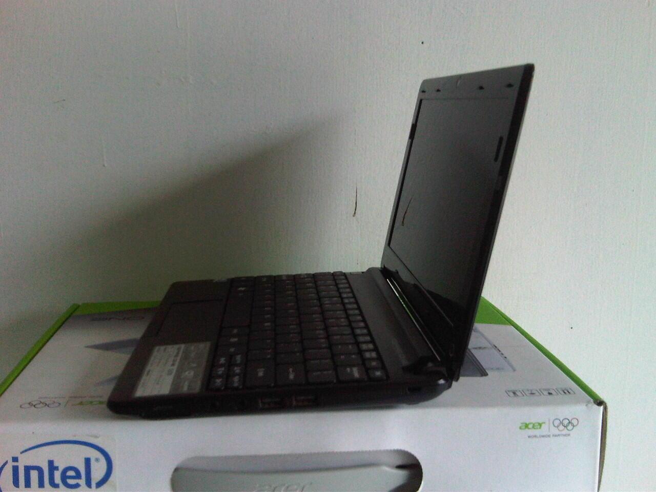 Acer One N2600 4 CPU DDR3 2 GB HDD 320 GB Fullset Garansi