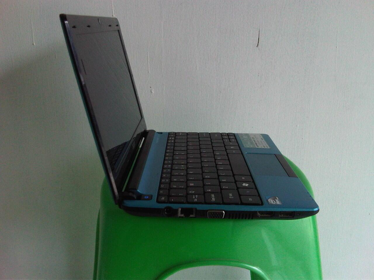 Acer One Netbook N2600 4 CPUs DDR3 2 GB HDD 320 GB