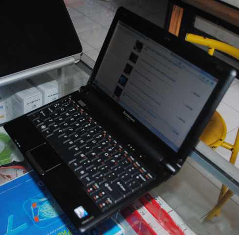 Netbook Lenovo S100c Intel N570