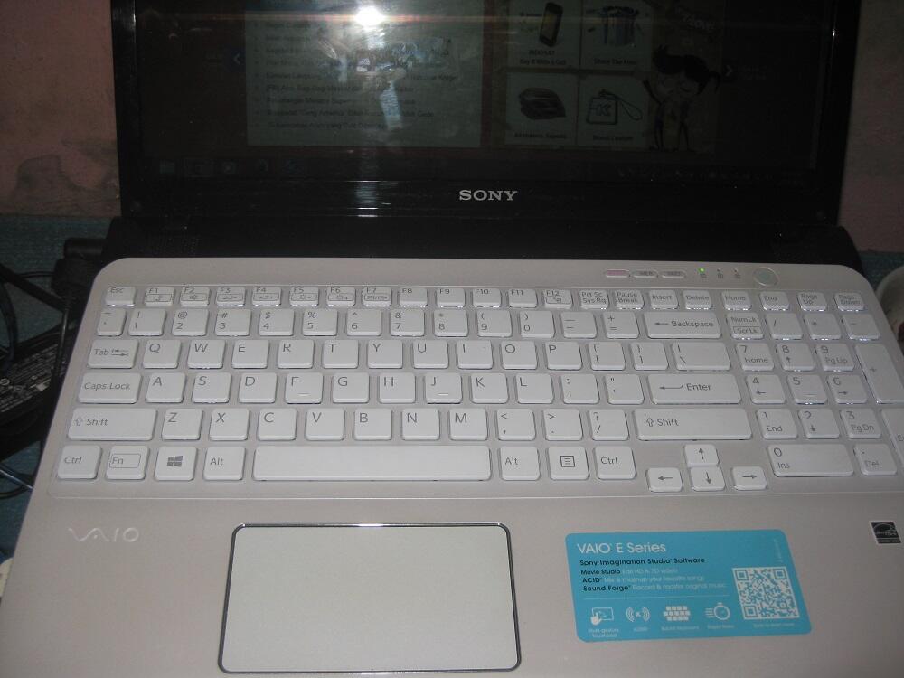 Dijual Laptop Sony VAIO E Series SVE15134CXW Istimewa